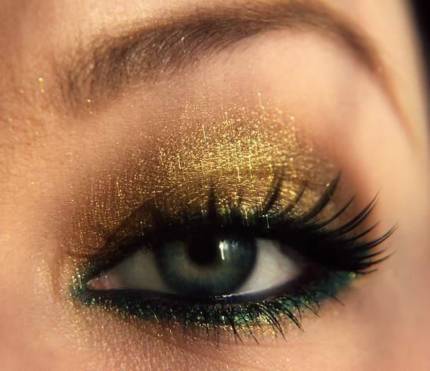 Işıltılı göz makyajı nasıl yapılır? İşte evde yapabileceğiniz göz alıcı bu mayajın detayları...