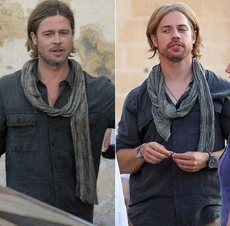 """ABD'li aktör Brad Pitt'in """"World War Z"""" filminin tehlikeli sahneleri için kullandığı dublör,  oyuncunun ikizi gibi...  İnsanlığın mahvolmasına neden olan bir zombi salgınını konu eden filmde bir Birleşmiş Milletler araştırmacısını canlandıran Pitt, tehlikeli sahnelerde dublör kullandı. Yakın çekim sahnelerde de kullanılan dublör, Pitt'le birebir aynı kıyafetleri giydi ve Pitt'in uzun saçlarını taklit etmek için peruk taktı. Vücut yapısı, yüz hatları ve kirli sakalıyla Pitt'e ikizi kadar benzeyen dublörün tek farkı ise ön dişleriydi."""