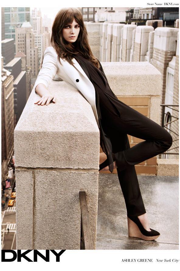 Twilight filmerinin yıldızı Ashley Greene DKNY markası için kamera karşısına geçti.