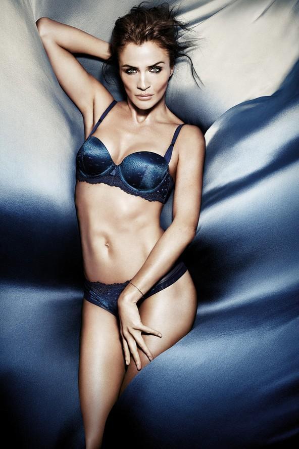 Helena Christensen aynı zamanda özel bir koleksiyon da tasarladığı Triumph markasının reklam yüzü.