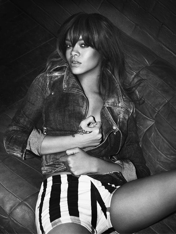 Rihanna'nın Armani Jeans için verdiği pozlar Giselle'li Versace kampanyasını aratmayacak nitelikte.