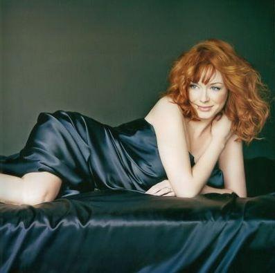 Yabancı sitelerde Türk erkekleri tarafınfan en çok tıklanan isim olan Christina Hendricks, güzelliğiyle dikkat çekiyor.