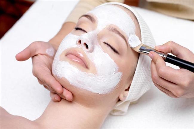 Güzellik kapsülleri cildi bütünüyle beslemese de, işlevini içeriden yürüten bir hücre yenileyicisi olarak görev yapıyor. Vitaminler, nemlediriciler ve doğal maskelerle cildin esnekliğini sağlayabilirsiniz.
