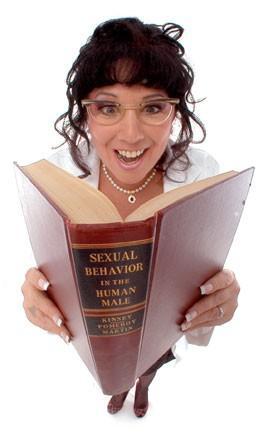 Annie Sprinkle  50'den fazla porno filmde oynayan Annie Sprinkle, güvenli seks endişeleri giderilmeyince endüstriden ayrılışının ardından doktora derecesi almaya hak kazanan ilk porno yıldızı oldu.