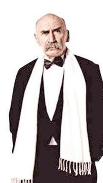 Kurtiz tiyatroya 1958 yılında başladı. Türkiye, ABD, İsviçre, Almanya, İsveç, Norveç, Danimarka ve Hollanda'da oyuncu ve yönetmen olarak sürdürdü. Son olarak da Ezel dizisinde rol aldı.