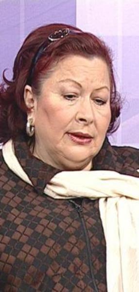 1986'dan bu yana kamera karşısında olan Aras, Perihan Abla, Mahallenin Muhtarları adlı dizilerle hafızalara kazındı.