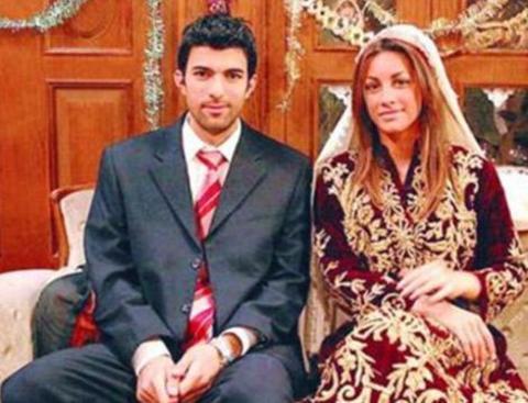 Türkiye'nin Yıldızları ile şansı açılan Akyürek, Akyürek önce o dönemin en çok izlenen dizilerinden biri olan Yabancı Damat'ta yan karakterlerden biri olan Kadir Sadıkoğlu'nu canlandırdı.