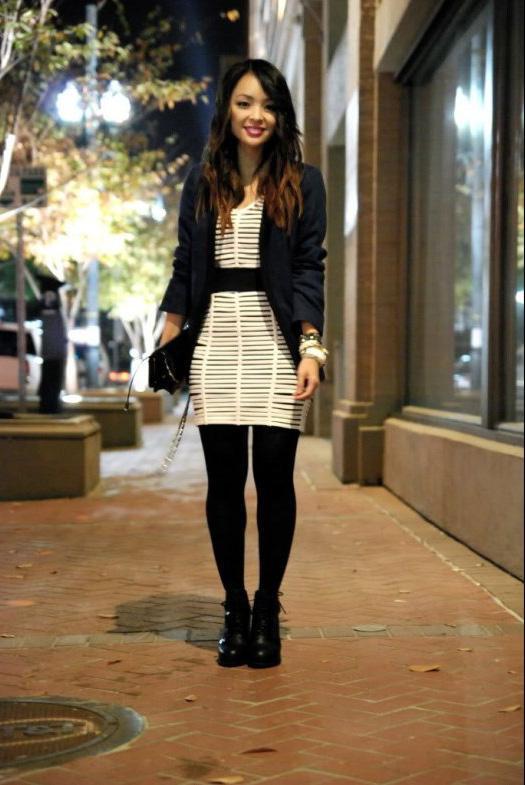 Beyaz elbisenizi boyfriend ceket ve siyah çantayla şık bir hale getirebilirsiniz