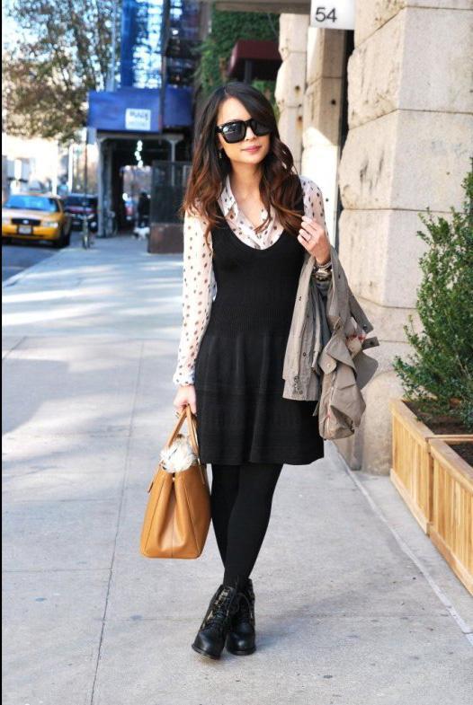 Siyah elbisenize renk katmak istiyorsanız içine beyaz bir gömlek giyebilirsiniz