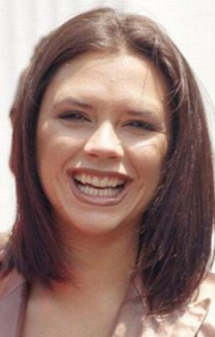 Victoria Beckham son yıllarda hiç gülmeyen asık yüzüyle ünlü. Ama yıllar önce dolu dolu gülümsüyordu. Ve o zamanlar dişleri pek de düzgün değildi.