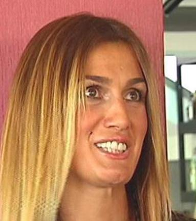 Tuba Özay da kusursuz bir görüntü için dişlerini yaptırdı.