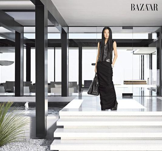 Ünlü Çinli modacı Vera Wang Harper 's Bazaar için objektifinin karşısına geçti.