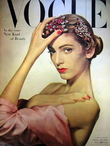 66 yılık kariyeri boyunca altı kez Vogue dergisine kapak kızı olan Dell'Orefice, 14 ayrı kozmetik firmasının da tanıtımını üstlendi.