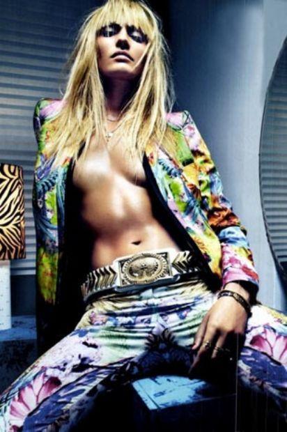 Swanepoel, 'Vogue' dergisinin İtalya baskısına soyundu.
