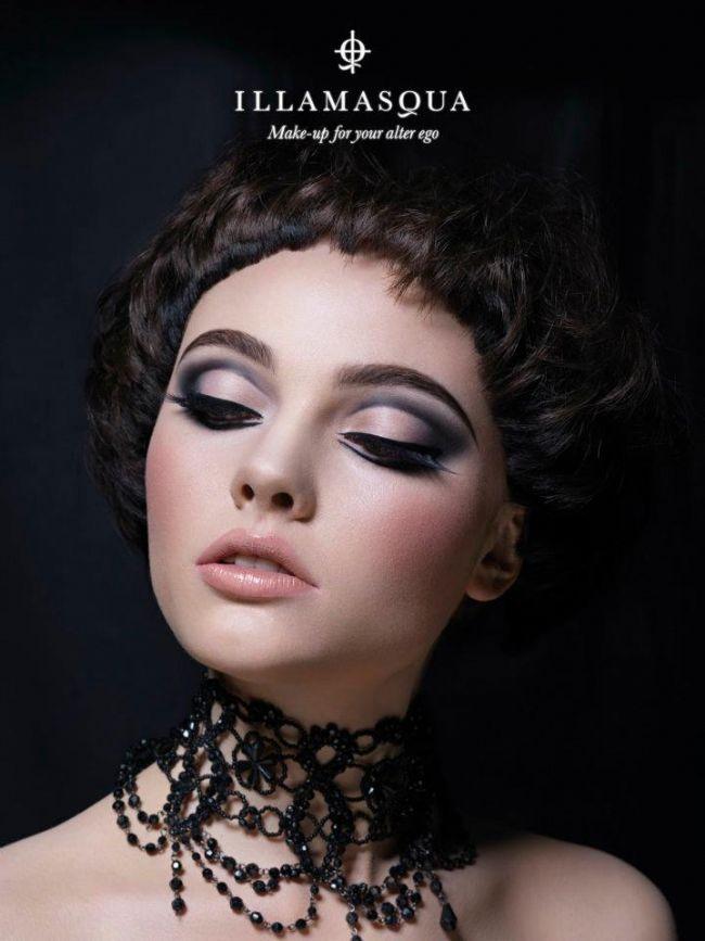 Bu çekici ve göz alıcı gölgeli koyu renk göz makyajını evde yapmaya ne dersiniz? İşte adım adım gölgeli göz makyajı....