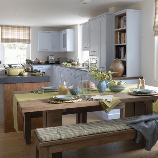 Mutfağınızın geniş ve ferah görünmesi için çok açık tonlarda mavilere ve açık kahverengilere yönelebilirsiniz.