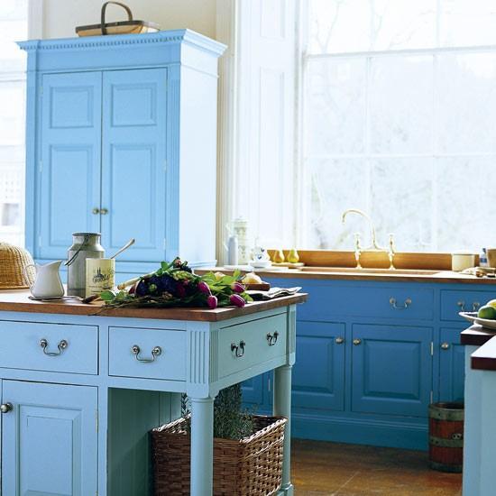 Mutfakta sadece iki renk kullanmak mutfağınızı biraz daraltabilir, mutfağınız geniş ise bu stil uygun ve oldukça şık bir görünüm katacaktır.