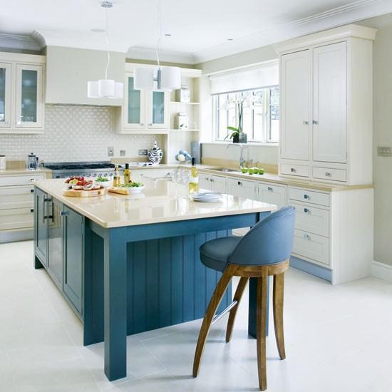Beyaz ve mavi titizliğin yanı sıra mutfağınızın büyük görünmesini de sağlayacaktır.