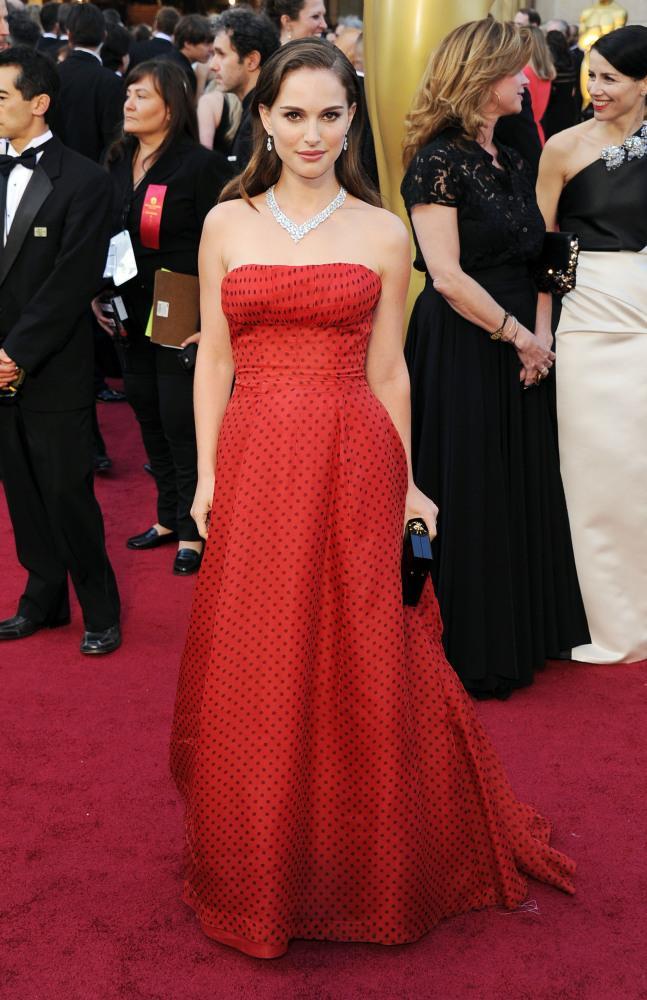 Natalie Portman 2012 Oscar Ödülleri'nde 1954 yılından kalma bir Chrstian Dior tasarımı giymişti. Bu vintage elbise o kadar çok beğenildi ki, daha sonra oldukça yüksek bir fiyata satıldı.