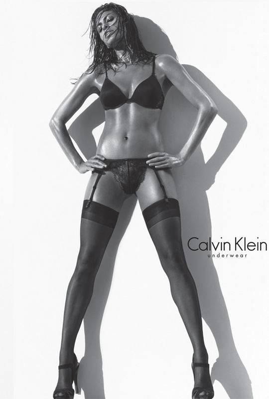 Eva Mendes'in Calvin Klein markası için verdiği seksi pozlar hala akıllarda.