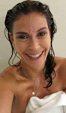 Teri Hatcher ise duştan çıktıktan sonra doğal halini takipçieriyle paylaşmıştı.