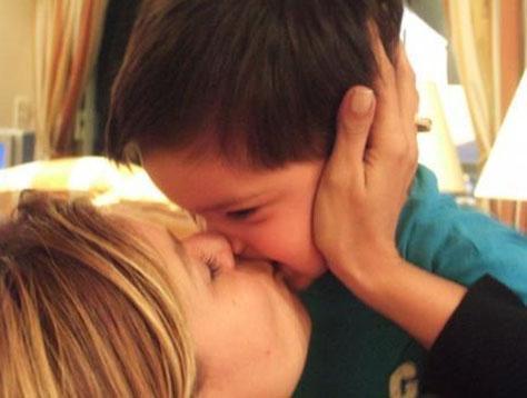 Ergen bir dönem büyük oğlu Atlas ile çekilen bu görüntüyü profil fotoğrafı olarak kullanmıştı.