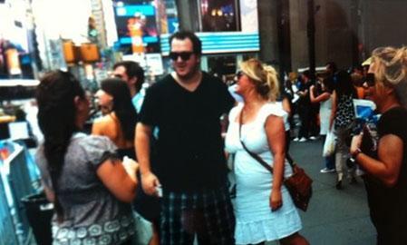 New York'ta sokakta karşılaştığı Türkler'in yoğun ilgisini bu fotoğrafla paylaştı Gökbakar.