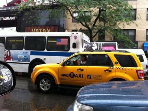Gökbakar'ın objektifinden New York sokaklarından ilginç bir ayrıntı.