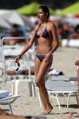 Ünlü model Ana Beatriz Barros, Miami sahillerinde gövde gösterisi yaptı.
