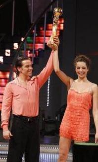 Yok Böyle Dans'ın birinciliğini Azra Akın ile partneri Nikolai kazandı. Kazandıkları kupayı yarışmanın finalinden kısa bir süre önce yaşama veda eden katılımcılarından Defne Joy Foster'ın oğluna hediye ettiler.