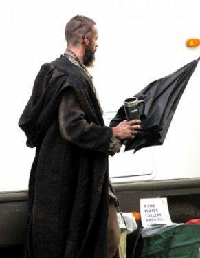Londra'da devam eden filmin çekimlerinde, vücut kaslarıyla görmeye alışkın olduğumuz Hugh Jackman'ı, bu haliyle tanımak oldukça güç.