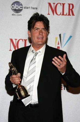 Charlie Sheen   1990'ların gelecek vaat eden aktörü Charlie Sheen, 1995 yılında Hollywood ünlülere kadın sağlayan Heidi Fleiss'in kızlarıyla birlikte olduğunu ve kendi servetini bitirecek kadar çok para harcadığını itiraf etmiş, büyük tepki toplamıştı.