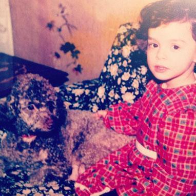 Özge Özpirinçci'nin paylaştığı çocukluk fotoğraflarından biri.