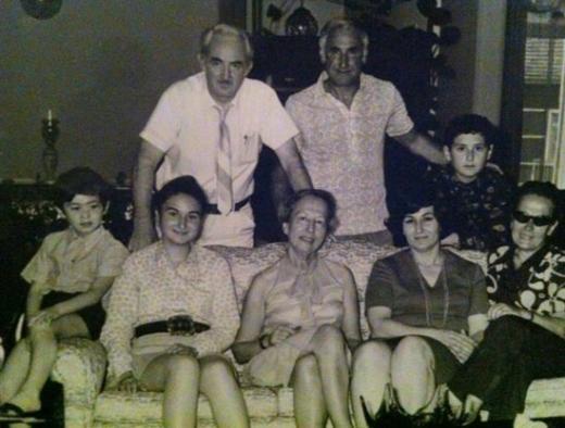 Geçmişten bir anı. En soldaki çocuk Metin Arolat.