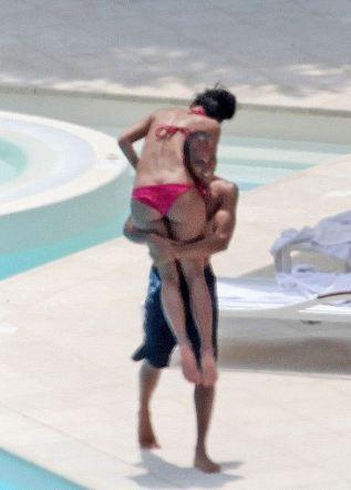 Ünlü şarkıcı Nicole Scherzinger ile F1 pilotu Lewis Hamilton,son olarak Fransa sahillerinde yaptıkları tatil ile oldukça konuşulmuşlardı. .