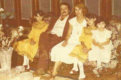 Bu fotoğrafın en solundaki küçük kız bir zamanların Küçük Ceylan'ı. Ailesiyle çektirdiği fotoğrafı paylaşmış.