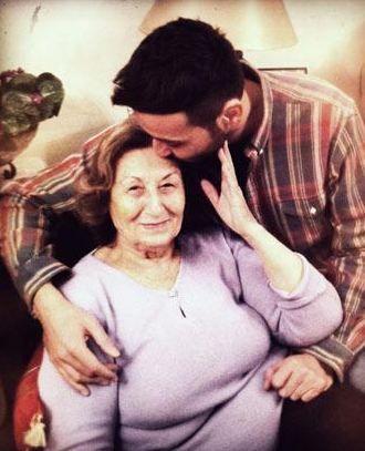 Arolat'ın annesini ziyaretlerinden biri.