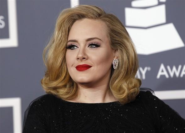 """Olay üzerine Adele'in avukatlığını yapan Schillings hukuk bürosu bir açıklama yaptı. Schillings 3 milyondan fazla okuyucusu bulunan dergideki görüntüler için, """"Adele yazıldığı gibi görüntülerdeki kişi değildir. Bu nedenle yasal işlem başlatacağız"""" dedi.  Adele birkaç gün önce twitter hesabında, """"Paparazzilerden nefret ediyorum"""" diye yazmıştı."""