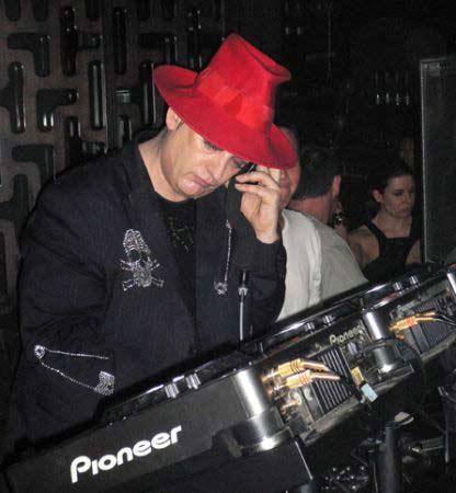 """İngiliz pop yıldızı ve DJ Boy George, 2007 yılında Norveçli bir fahişeyle basıldı. Bu olay üzerine açıklaması hayranlarını güldürdü: """"Ben bir seks oyunu için kaçırıldım."""""""