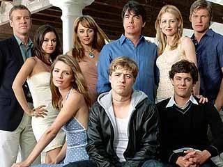 2003 ile 2007 arasında yayında kalan dizi Mischa Barton ve Adam Brody'ye de ün kazandırdı.