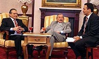 BBC yapımı Yes Minister (Emret Bakanım) dizisi bir dönem ülkemizde de çok izleniyordu. Bu dizi de Türkiye'ye uyarlandı. Sayın Bakanım'da Haluk Bilginer ve Kenan Işık'ın da aralarında bulunduğu bir kadro rol alıyordu.