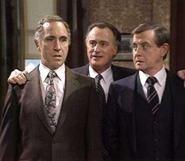 Dizinin orijinali ince esprileriyle seyirciyi ekrana çekiyordu.