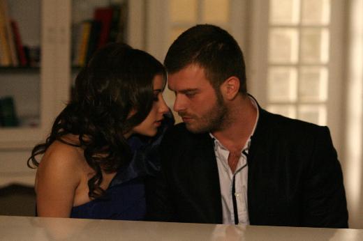 Bir dönem ekranda izlenme rekorları kıran Aşk-ı Memnu dizisi İtalyanlar'ın da dikkatini çekince farklı bir gelişme oldu.