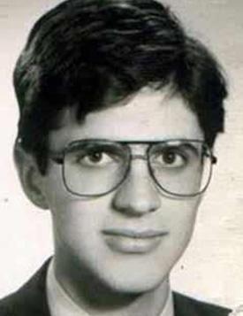 Teoman Yakupoğlu, Ataköy Lisesi'nden mezun oldu.