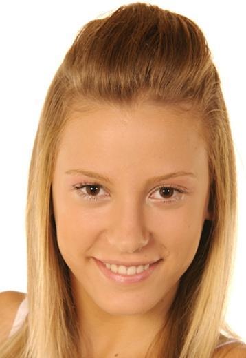 Serenay Sarıkaya, Antalya Saime Salih Konca Lisesi'nden mezun oldu.