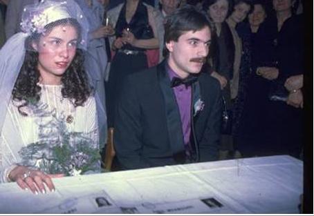 Mehmet Ali Erbil-Muhsine Kamiloğlu  Türkiye'nin en çok evlenen ünlülerinden biri olan Mehmet Ali Erbil, ilk evliliğini Muhsine Kamiloğlu ile yaptı. Erbil'in bu evlilikten Sezin ismini verdiği bir kızı oldu.