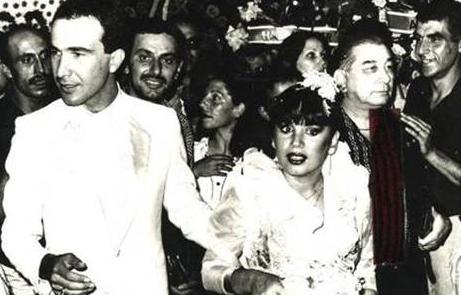 Sezen Aksu-Sinan Özer  Pop müziğin duayen isimlerinden Sezen Aksu, 10 Temmuz 1981 yılında Sinan Özer ile evlendi. Evlendiğinde 4,5 aylık hamile olan Aksu, Kasım ayında oğlu Mithat Can'ı dünyaya getirdi.