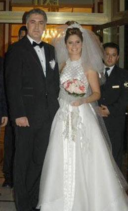 Arzu Balkan- Tamer Karadağlı  Oyuncu Tamer Karadağlı ile kendisi gibi oyuncu olan Atrzu Balkan 8 yıllık ilişkilerini nikah masasına oturarak sonlandırdı. Çiftin bu evliliklen Zeyno ismini verdikleri bir de kız çocukları oldu.