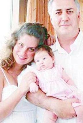 Ancak Tamer Karadağlı'nın adının çeşitli aşk skandallara karışması mutlu evliliğe gölge düşürdü. Ve Karadağlı çifti Fatih Adliyesi 2'inci Aile Mahkemesi'nde görülen dava ile boşandı. Zeyno'nun velayeti annesi Arzu Balkan'da kaldı.