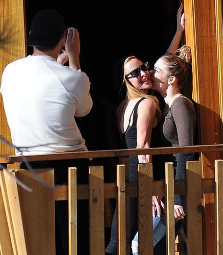 Şarkıcı LeAnn Rimes ve oyuncu eşi Eddie Cibrian önceki gün  Kaliforniya'da objektiflere takıldı.